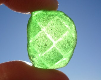 Green patterned sea glass-fantasy sea glassware-green Kelly-Real Surf dropped sea-Jewelry Supply
