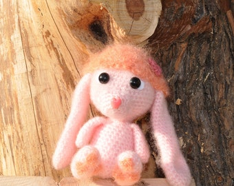 Bunny crochet in delicate pink with aprikotfarbenem caps