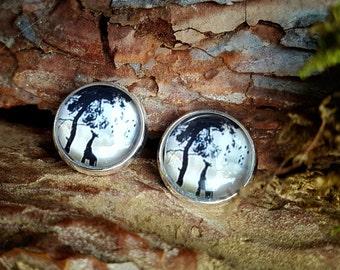 Africa earrings with giraffe, tree, birds in beige, white and black. 12mm Stud Earrings, jewelry-rings
