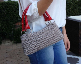 Grey knitted purse with red handles