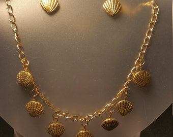 Golden sea shell necklace and earring set