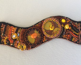 Bracelet embroidered with resin cabochons set