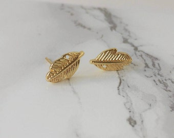 Gold feather small earring