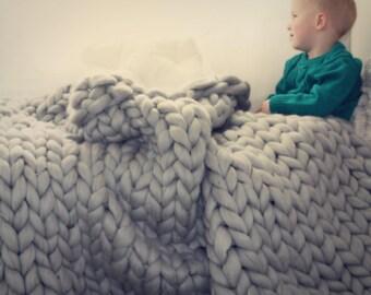 Chunky knit cosy rug XXL mesh made of 100% Merino Wool very soft in light grey