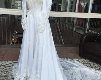 Long Sleeved High Neck Vintage Wedding Dress (1985) #487