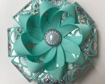 Mermaid flower loop hair clip with pearl centre