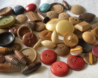 Lot of 5.1oz VINTAGE Mix Larger Wood BUTTONS  T4
