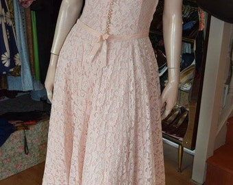 """1950's Pale Pink Lace Gown 34"""" bust 26"""" waist"""