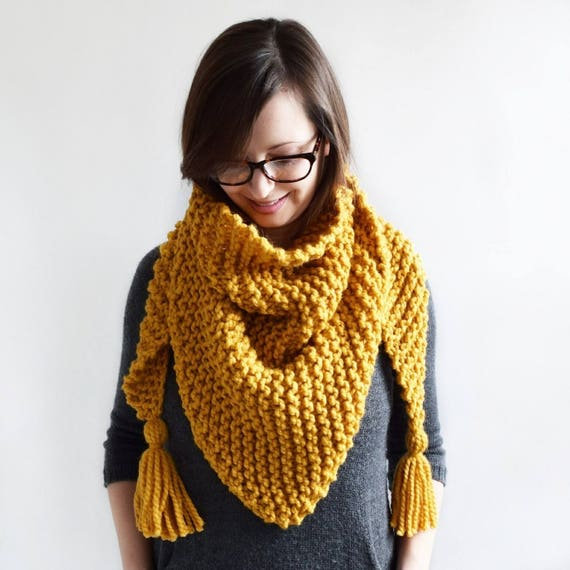 Triangle Tassel Scarf // Knitting Pattern // Knit Scarf