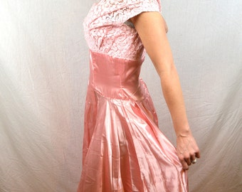 Vintage 1950s 60s Pink and Lace Sweetheart Princess Formal Prom Party Dress
