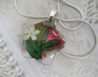 Red Rosebud,Queen Anne's Lace,Snowball Bush Blossom,Ferns Glass Flower Shaped Pressed Flower Pendant-Symbolizes True Love,Thoughts of Heaven