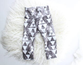 Monochrome geometric organic cotton baby leggings | baby leggings | neutral baby leggings | triangle leggings | baby | elastic free leggings