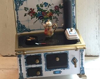 Miniature Stove, Flower Tin Lithograph Kitchen Cook Stove, Collectible Dollhouse Miniature, 1:12 Scale, Stove by Reutter, Made in Germany