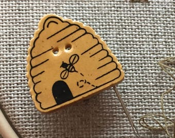 Needle Minder Magnet, Bee Hive, Bee Hive, Debbie Mumm Needle Magnet, Hold Your Needles, Sewing, Quilting, Cross Stitch, Tools