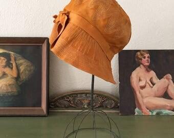 vintage 1920s cloche. 20s linen art deco pumpkin cloche hat.  antique 20s cloche hat