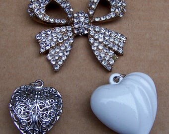 3 vintage heart and bow pendants late 20th century 1980s pendant supplies pendant findings vintage supply (AAJ)