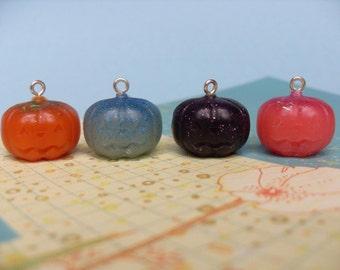 4x Tiny Resin Pumpkin Jack O Lantern Charms Multicoloured Kitsch