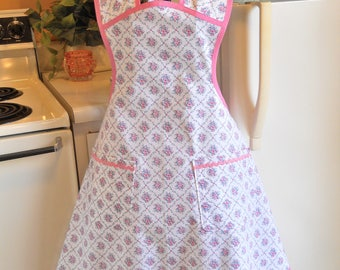 Vintage Style Old Fashioned Apron with Pink Roses