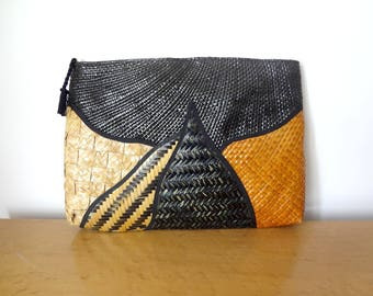 Vintage 1980s Straw Clutch Purse - woven retro abstract pattern ethnic handbag