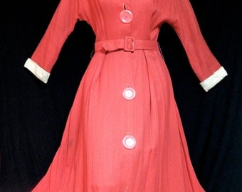 Stunning vintage 40's 50's 2 tone dark pink coral off white swing dress new look bombshell pin up Dolman sleeves winged collar - Size S