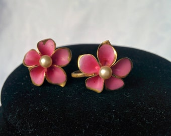 Vintage Flower Screw Back Earrings, Vintage Pink Flower Earrings, Vintage Pink Earrings