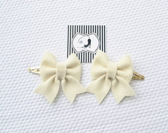 Hair clips with felt bow in ivory / Handmade with 100% Wool Felt / Birthday gift hairclip set / Baby Girl Accessories