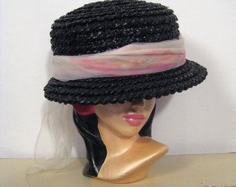 1950s noir raffia hat with watercolor print scarf • 50s jean allen black straw boater • vintage all of you hat