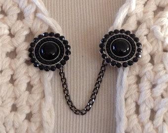 The mattie black stone circle sweater clip