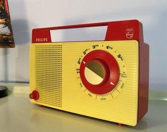 Vintage Radio Portable Radio Retro Transistor Radio Philips ''Tropicalized'', Red and Cream color, Made in Holland, 1970