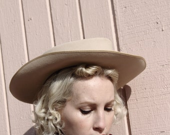 """1940s western """"rodeo"""" cowboy hat by Dalton, taupe beaver, chin cord sz XS"""