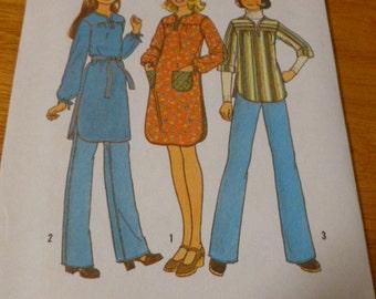 7722 Simplicity Sz medium 11/12 - 13/14 Pattern Young Junior Teens Pullover Dress or Top Vintage 1976 Uncut