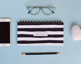 Weekly Planner 2017 | 53 weeks | Black and white stripes