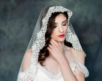 Lace Mantilla Veil, Ivory Lace Trim Veil, Lace Edged Bridal Veil, Lace Wedding Veil, Elbow Length Veil, Circle Veil, Spanish Veil ESTELLE