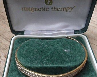Boxed magnetic therapy bangle