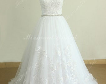 Elegant White Vintage Tulle Lace Wedding Dress with Beading Sash