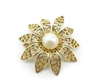 Vintage Filigree Daisy Brooch, Faux Pearl, Gold Tone