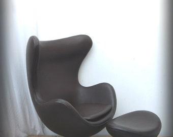 leather egg chair and ottoman footstool arne jacobsen inspired retro mid century style arne jacobsen style egg