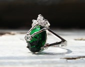 Faceted Emerald Green Quartz & 3 Cz Ring. Unique Organic Shape Setting. Alternative Engagement Promise Ring. Vintage. Beautiful!