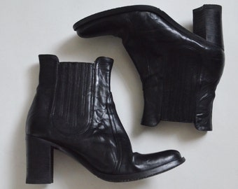 Blacke leather boots Chelsea ankle boots heels womens Minimalist boots Made in Italy Vintage 90s Size UK 3.5 US 6 EU 36