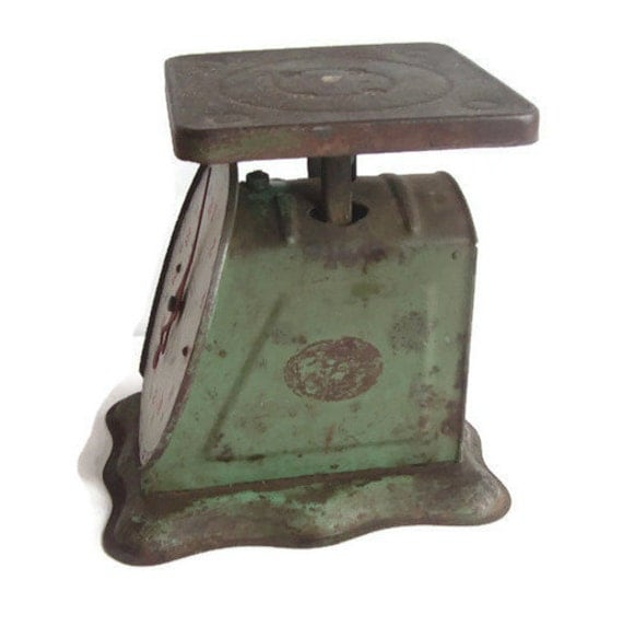 Antique green kitchen scale rustic metal 25 pound capacity for Rustic kitchen scale