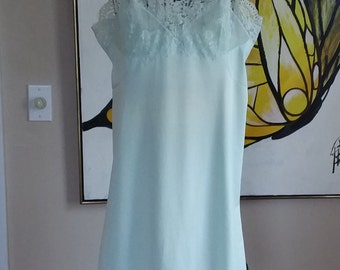 """Vintage Mint Green Slip """"Hollywood Vasserette"""" Trimmed in Lace"""