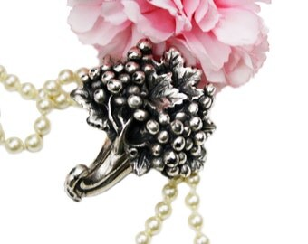 Rare Un'idea Vestita D'argento Sterling Silver Hook, Grape Leaf Motif, Signed Bauri, Made in Italy, Italian Silver Floral Hook