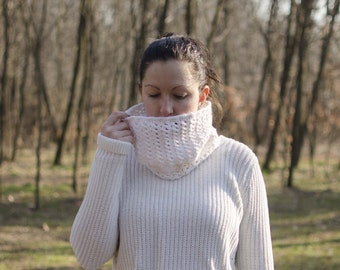 "Crochet Knitted-MoD. ""snowdrops"" Cream-colored"
