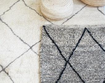 BENIOUARAIN Grey - Vintage Moroccan Wool Rug