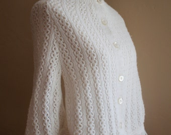 Vintage | White Knitted Cape Poncho | Merremont Knitwear | 1970s | Size Small