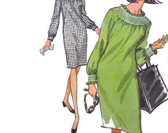 Retro Vintage Sewing Pattern 1960s McCall's 8084 Baby Doll Dress Pullover Smock Collar Size 10 Bust 30