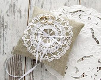 Wedding bearer pillow, Burlap ring pillow, Bridal ring pillow, Burlap and lace pillow, Vintage lace bearer pillow, Wedding ring pillow