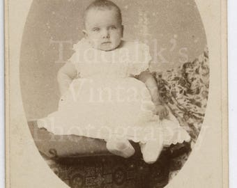 CDV Carte de Visite Photo - Victorian Baby Sitting 6 Months Old, Oval Frame Portrait - Edmund Ballard of Chepstow England - Antique Photo