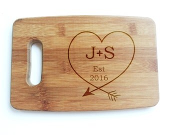 Personalized cutting board - Bamboo engraved cutting board with love heart arrow design