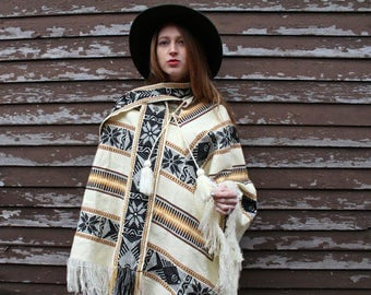 """Vintage Fringed PONCHO JACKET Dead Stock """"Artesanias INCA"""" All Size Sweater Cape Boho Festivals Fish Tribal Weaved Knit Blanket Pullover Top"""